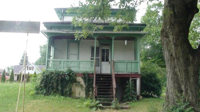 Porch yard featured at 330 W Atwood St, Galion, OH 44833