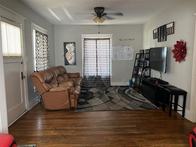 Living room featured at 703 E 23rd St, Cisco, TX 76437