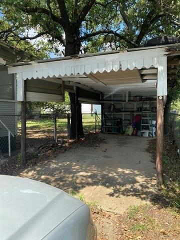 Garage featured at 703 E 23rd St, Cisco, TX 76437