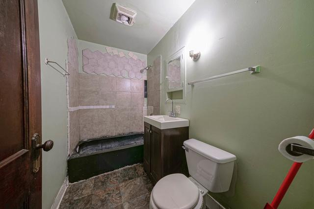 Bathroom featured at 1520 15th Ave, Rockford, IL 61104