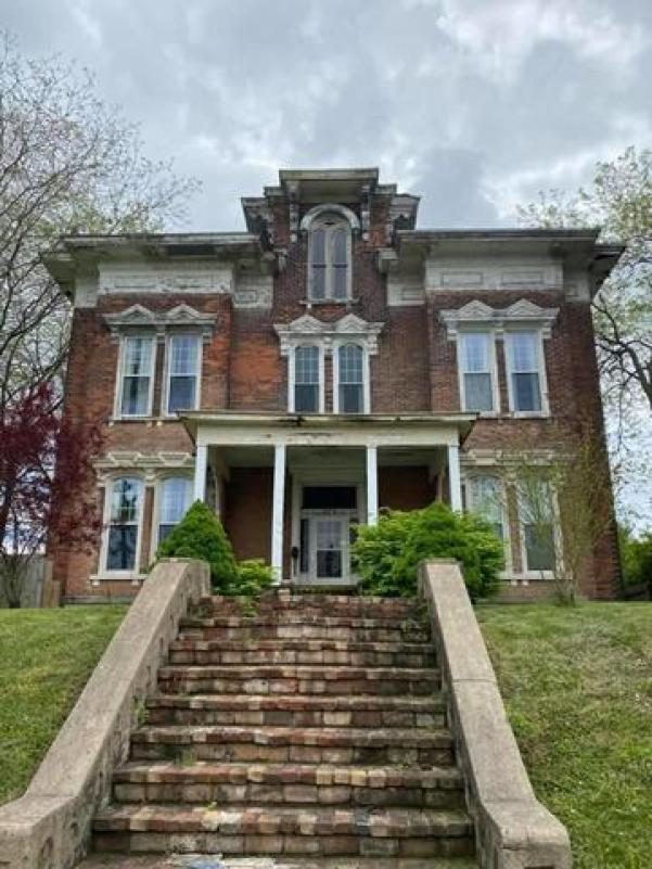 House view featured at 325 Cherry St, Washington Court House, OH 43160