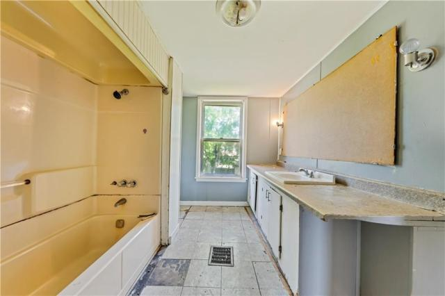Bathroom featured at 920 Maryland Ave, New Castle, PA 16101