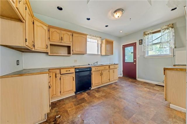 Kitchen featured at 920 Maryland Ave, New Castle, PA 16101