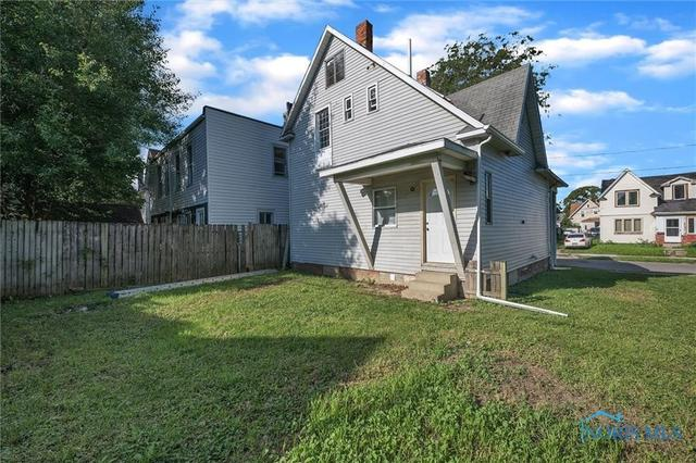 Yard featured at 647 Federal St, Toledo, OH 43605