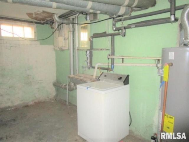 Bathroom featured at 401 E McClure Ave, Peoria, IL 61603