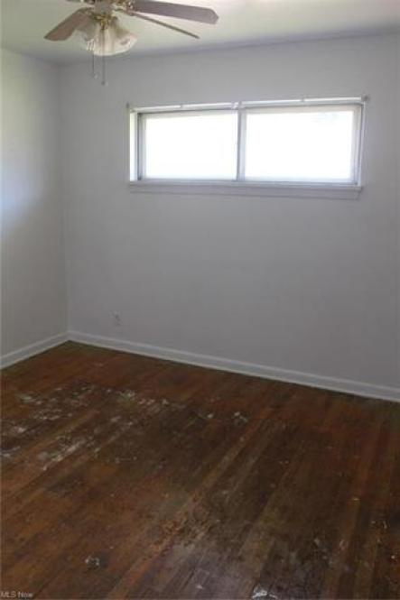 Bedroom featured at 448 Francisca Ave, Youngstown, OH 44504