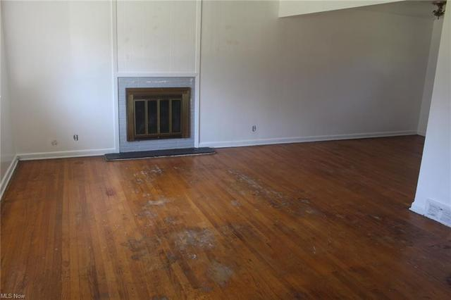 Living room featured at 448 Francisca Ave, Youngstown, OH 44504