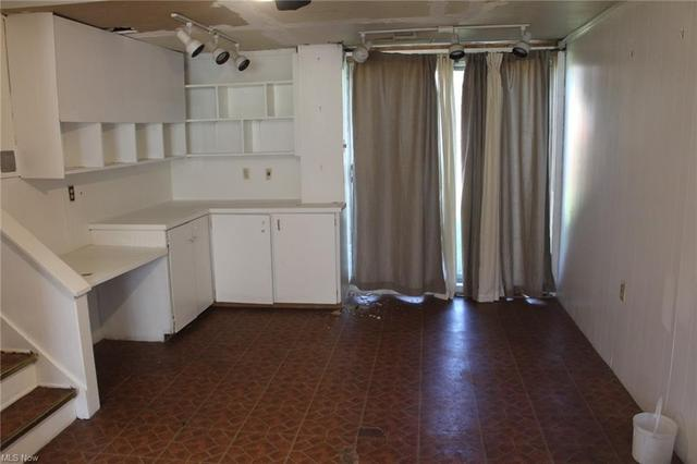 Kitchen featured at 448 Francisca Ave, Youngstown, OH 44504