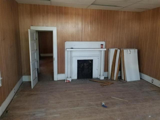Living room featured at 606 N Broad St, Clinton, SC 29325