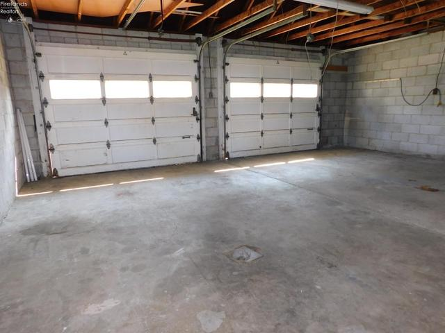 Garage featured at 2 Seminary St, Greenwich, OH 44837