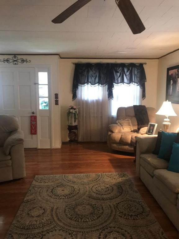 Living room featured at 2155 Leemaster Dr, Vansant, VA 24656