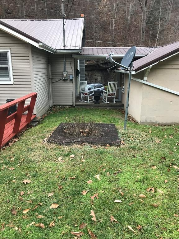 Yard featured at 2155 Leemaster Dr, Vansant, VA 24656