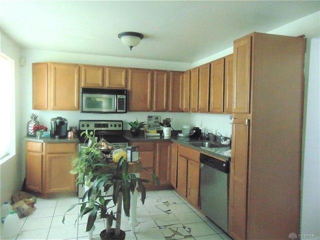 Kitchen featured at 1284 Dietzen Ave, Dayton, OH 45417