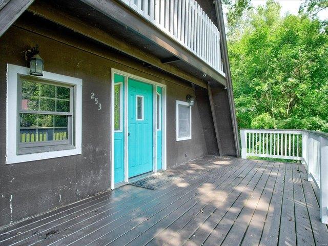 Porch featured at 253 Debra Ln, Sparta, IL 62286