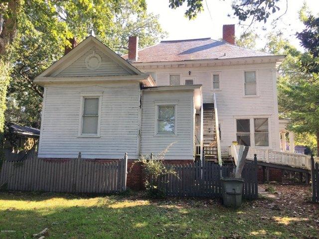 Porch yard featured at 601 Nash St W, Wilson, NC 27893