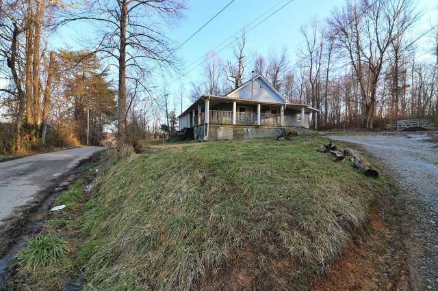 Yard featured at 894 and 918 Concord Rd, Robbins, TN 37852