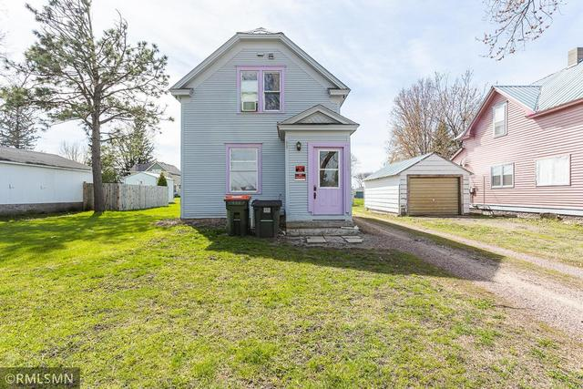 Yard featured at 308 S Redwood St, Winthrop, MN 55396