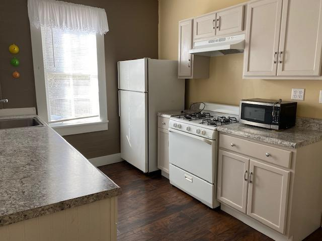 Laundry room featured at 408 W Green St, Marion, AL 36756