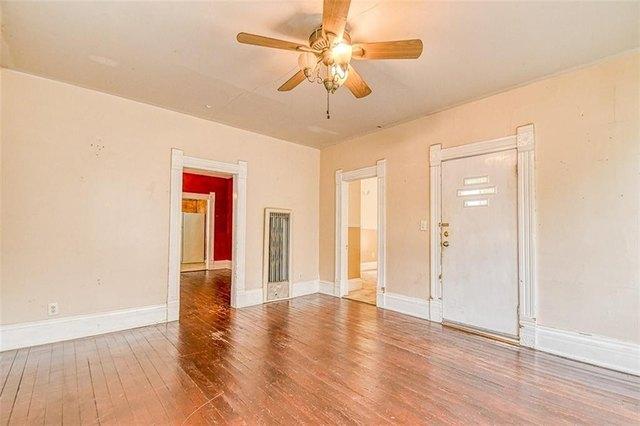 Living room featured at 411 E Catalpa St, Lexington, OK 73051