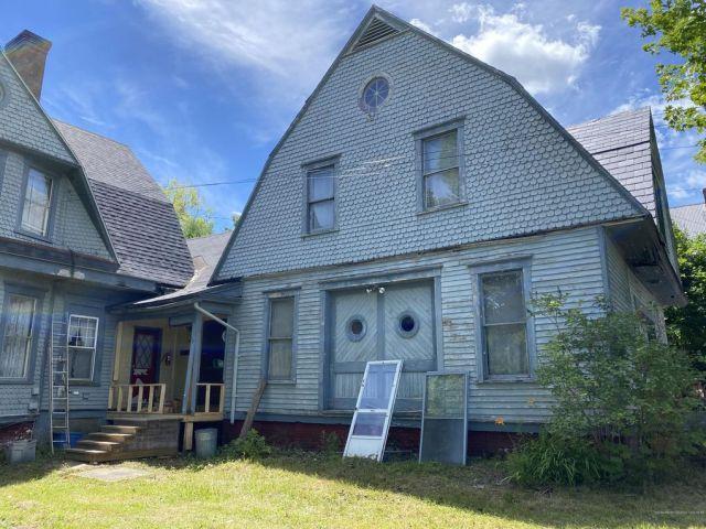 84 Main St, Sangerville, ME 04479