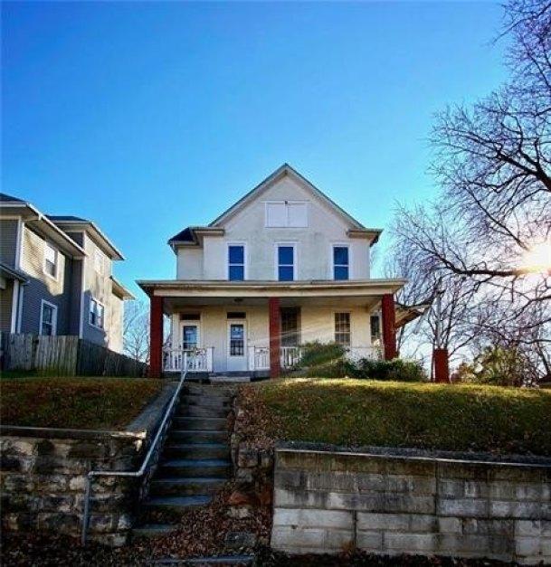 House view featured at 2708 Seneca St, Saint Joseph, MO 64507