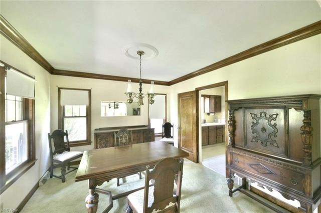 Living room featured at 208 Berkshire Dr, Youngstown, OH 44512