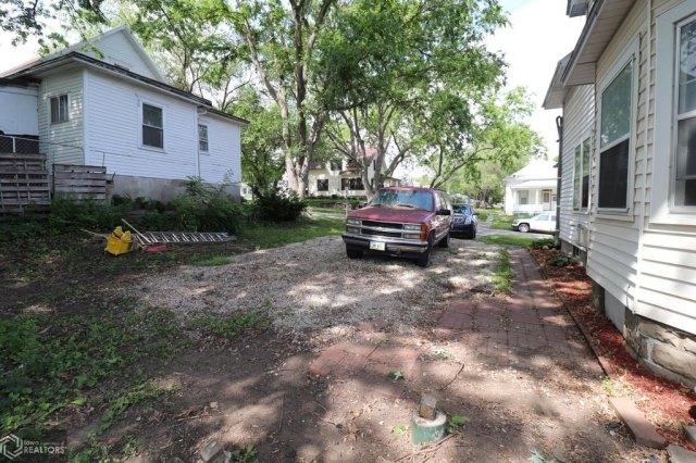 Yard featured at 508 Birch St, Atlantic, IA 50022