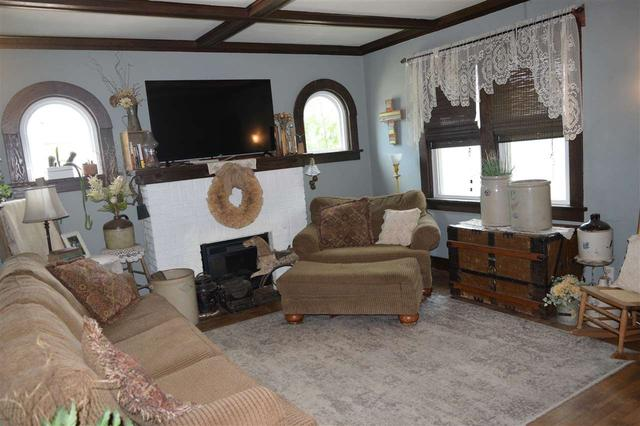 Living room featured at 228 E 1st St, Russell, KS 67665