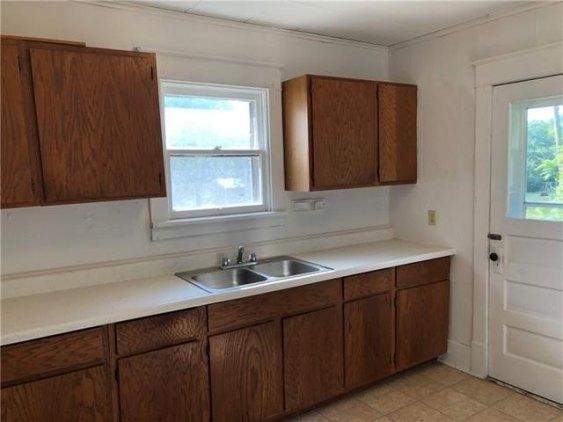 Kitchen featured at 126 E 5th St, Trenton, MO 64683