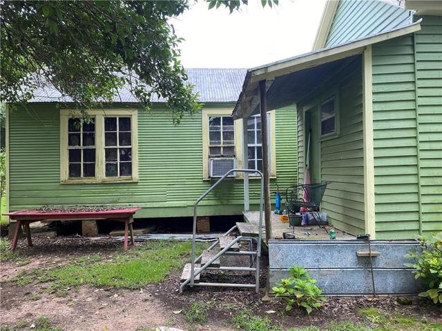 Porch yard featured at 257 Tassin St, Moreauville, LA 71355