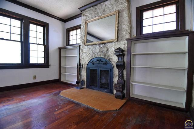 Living room featured at 205 NW Elmwood Ave, Topeka, KS 66606