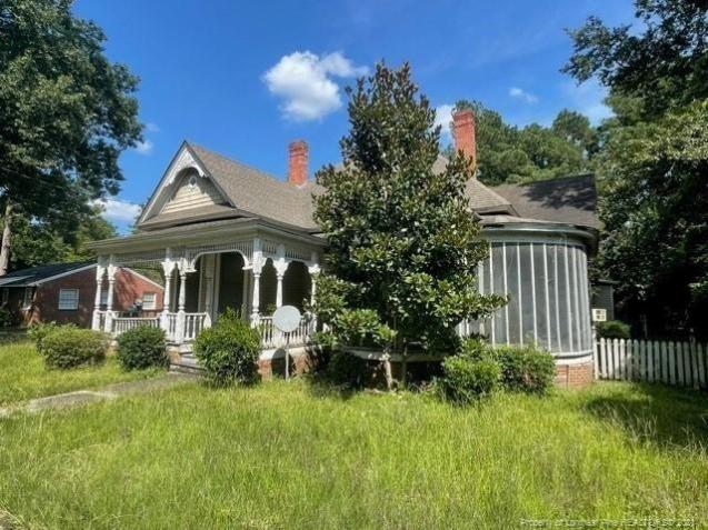 House view featured at 318 N Patterson St, Maxton, NC 28364
