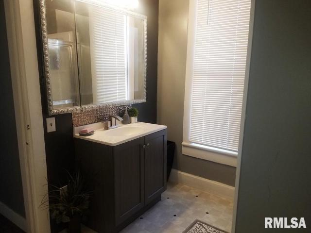 Bathroom featured at 337 Day St, Galesburg, IL 61401