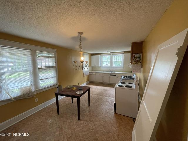 Kitchen featured at 210 Paris Ave, Greenville, NC 27834