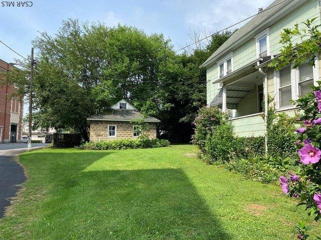 Yard featured at 117 Trojan Ln, Johnstown, PA 15906