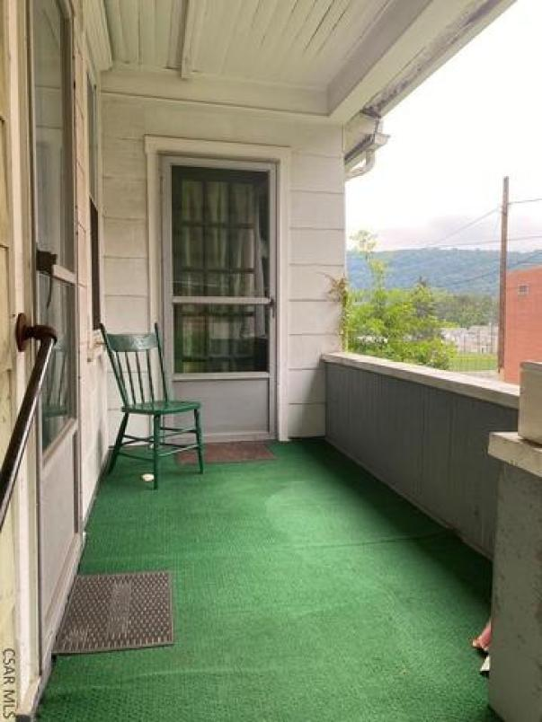 Porch yard featured at 117 Trojan Ln, Johnstown, PA 15906