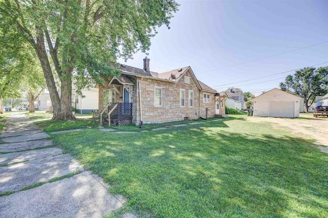 Yard featured at 435 3rd Ave N, Clinton, IA 52732