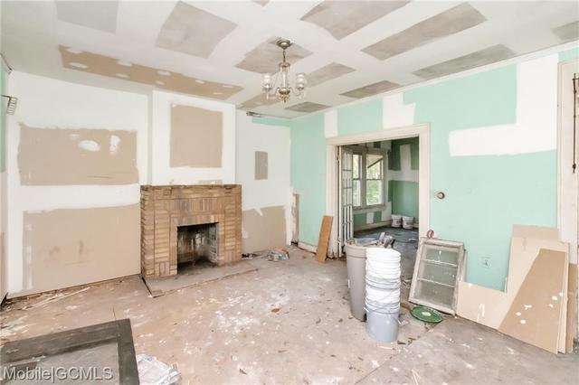 Living room featured at 805 Charles St, Mobile, AL 36604