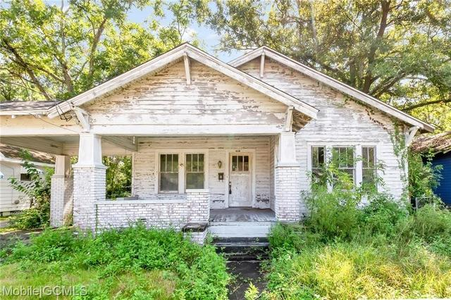 House view featured at 805 Charles St, Mobile, AL 36604