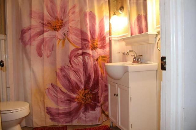 Bathroom featured at 163 E Carter St, Batesville, AR 72501