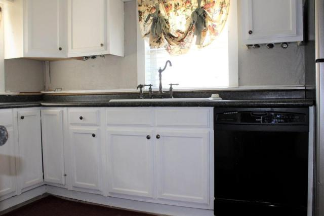 Laundry room featured at 163 E Carter St, Batesville, AR 72501