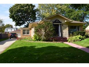 "<div></img>1118 Orchard St</div><div>Racine, Wisconsin 53405</div>"" data-original=""/img/cdn/assets/layout/patch_white_bg.jpg"" data-recalc-dims=""1″></a></figure><div class="