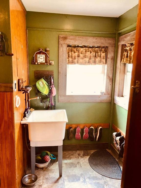 Bathroom featured at 1322 21st St, Belleville, KS 66935