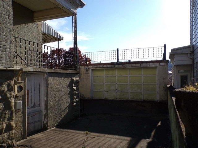 Porch yard featured at 305 Clark St, Clarksburg, WV 26301