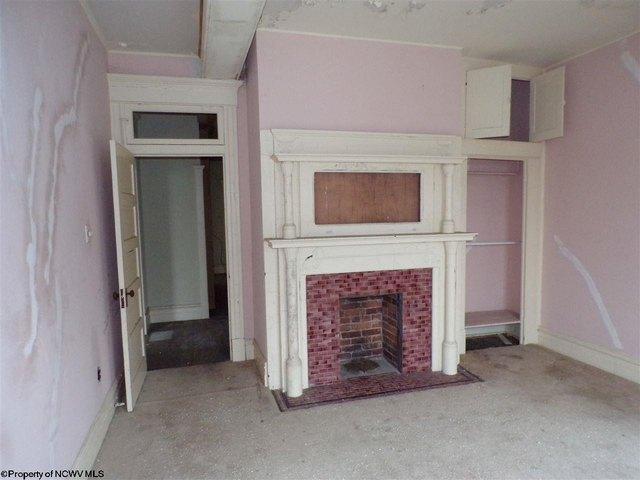 Living room featured at 305 Clark St, Clarksburg, WV 26301