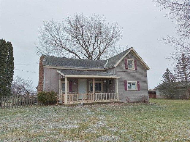 Porch featured at 4637 W Garrison Rd, Owosso, MI 48867