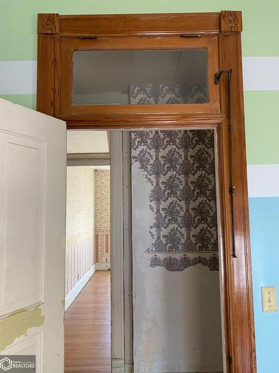 Laundry room featured at 900 E Hammond St, Red Oak, IA 51566