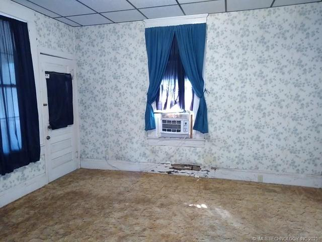Bedroom featured at 409 E Seminole Ave, McAlester, OK 74501