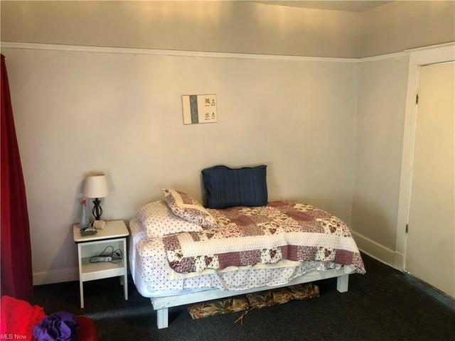 Bedroom featured at 1331 Lynn St, Parkersburg, WV 26101