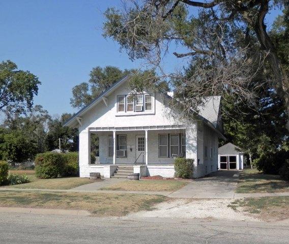 House view featured at 129 N Locust St, Osborne, KS 67473